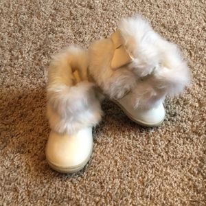 Baby girl faux fur boots